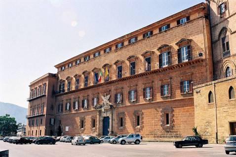 Palazzo dei Normanni a Palermo, sede dell'Assemblea Regionale Siciliana (Foto di Bjs da Wikipedia, licenza: cc-by-sa-2.5)