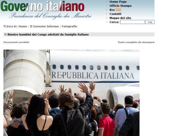 L'aereo con i bambini congolesi adottati dalle famiglie italiane (screenshot Governo,it)