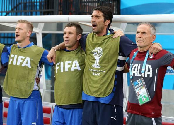 Cassano e Buffon non se le mandano a dire prima di scendere dall'aereo (VIDEO)