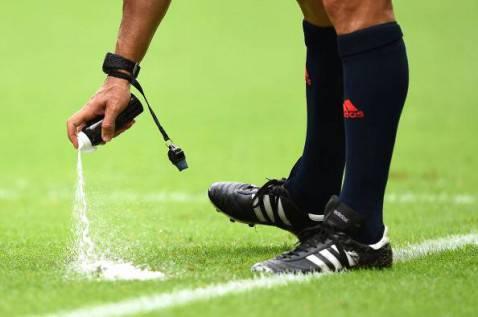 Bombolette spray per gli arbitri (getty images)