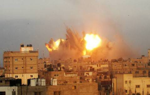 Raid aerei su Gaza (Getty images)