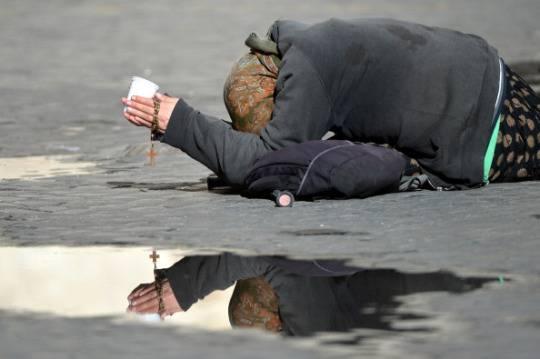 Mendicante (GABRIEL BOUYS/AFP/Getty Images)