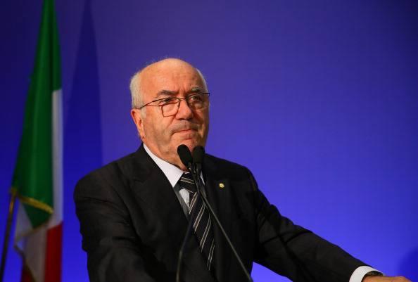 Razzismo: l'Uefa squalifica Tavecchio per le frasi su 'Opti Pobà'