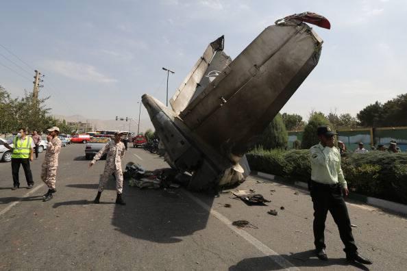 Aereo Privato Caduto In Iran : Teheran aereo passeggeri si schianta vicino all aeroporto