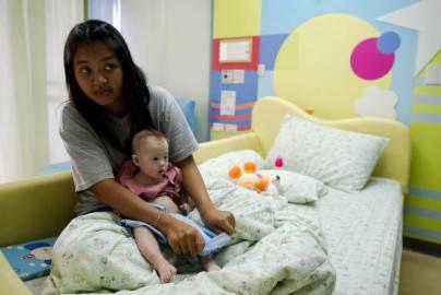 Gammy e la madre thailandese Pattaramon Chanbua in ospedale (Getty images)