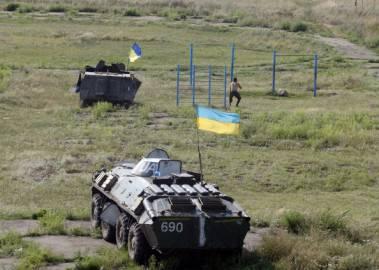 Carri armati dell'esercito di Kiev  nell'assedio a Donetsk, Ucraina (Getty images)