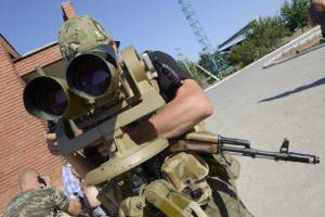 Soldati ucraini controllano il confine con la Russia (Getty images)