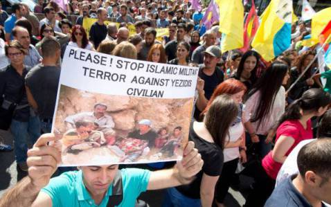 Proteste comunità Yazidi (BORIS ROESSLER/AFP/Getty Images)