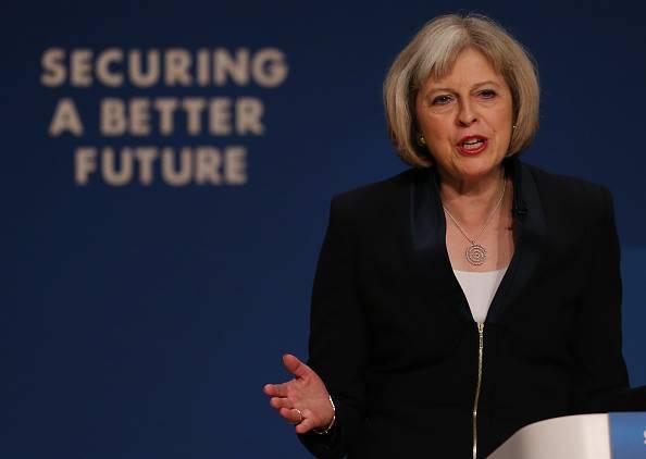 """Theresa May, Ministro degli Interni britannico: """"Minaccia nucleare dall'Isis"""""""