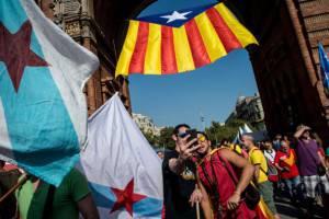 Autoscatto durante manifestazione in Catalogna (David Ramos/Getty Images)