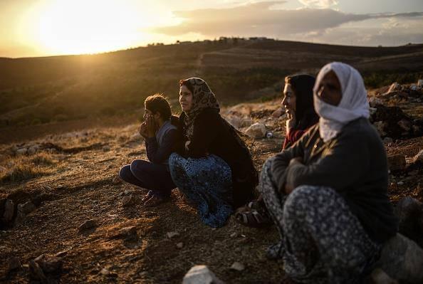 L'Isis decapita tre donne in Siria. La Turchia schiera l'esercito sul confine