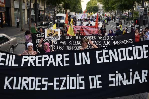 """Rappresentanti dell'Islam in Francia condannano l'Isis: """"Anche noi siamo sporchi francesi"""""""