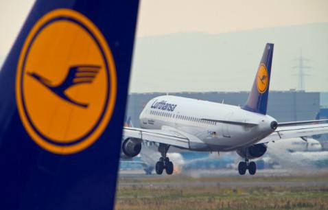 Aerei Lufthansa all'aeroporto di Francoforte (BORIS ROESSLER/AFP/Getty Images)