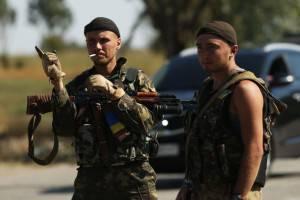 Soldati ucraini per le strade di Mariupol (Getty images)