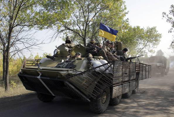 Militari ucraini per le vie di Donetsk (ANATOLII STEPANOV/AFP/Getty Images)