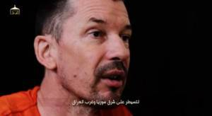 John Cantlie nel nuovo video diffuso dall'Isis (screenshot Youtube)