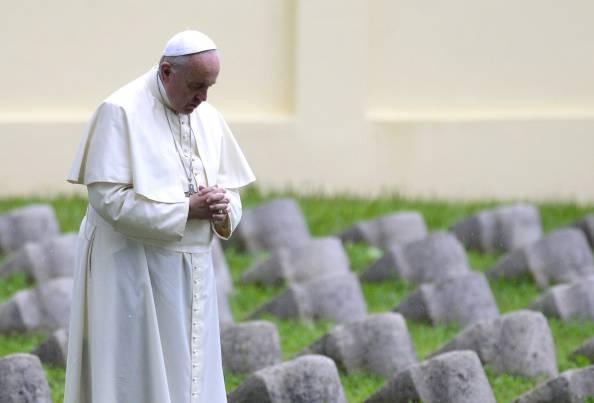 Papa Francesco a Redipuglia ricorda l'inizio del primo conflitto mondiale (fotogallery)