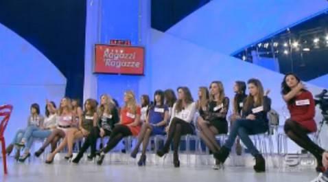 Lo studio di Uomini e donne (screenshot Canale5)