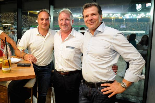 Andreas Brehme, in mezzo tra Andreas Moeller e Hansi Mueller (getty images)