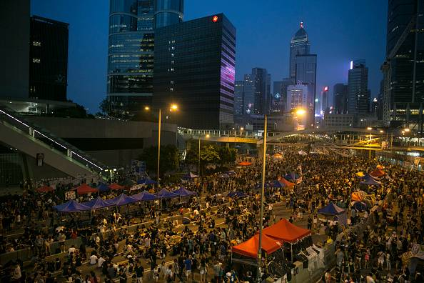 Hong Kong: dialogo governo-manifestanti, ma Pechino chiude a concessioni