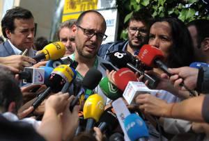 Spanish Nurse Tests Positive For Ebola