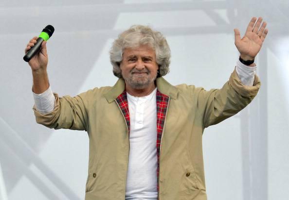 Notte Onesta: bagno di folla per Beppe Grillo