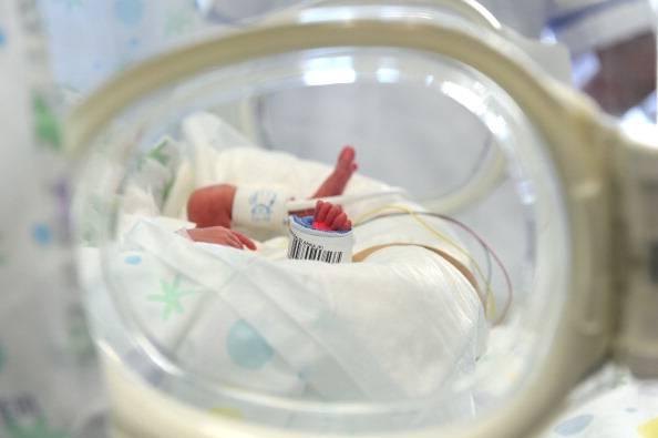 Niente posti in terapia intensiva neonatale, stop ai ricoveri