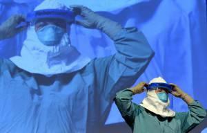 Precauzione per trattamento virus ebola (Getty images)