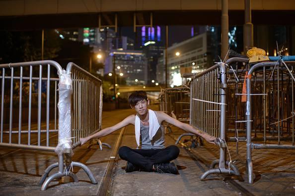 Hong Kong: ancora proteste. Governatore torna al dialogo