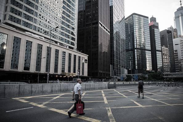 Honk Kong, si allenta la tensione: gli studenti sgomberano alcune vie del centro