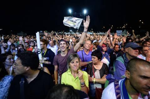La piazza durante il comizio di Grillo (foto FILIPPO MONTEFORTE/AFP/Getty Images)