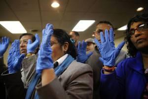 Misure precauzionali addetti aeroporti negli Stati Uniti per rischio diffusione ebola (Getty images)