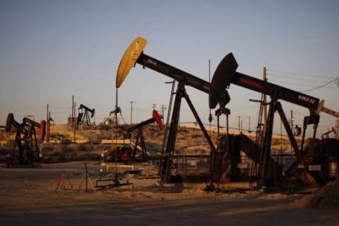 Pompe per l'estrazione del petrolio negli Usa (David McNew/Getty Images)