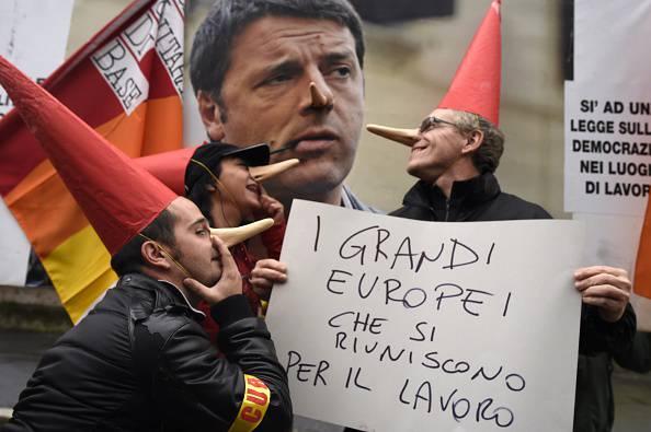 Milano: protesta contro il vertice Ue sul lavoro. Presenti: Merkel, Hollande e Renzi