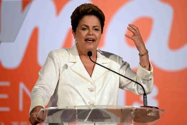 Brasile, ballottaggio presidenziali: Rousseff in vantaggio su Neves nei sondaggi