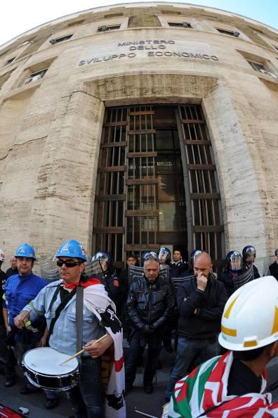 Ast: verso l'accordo al Mise? Confindustria contro i lavoratori