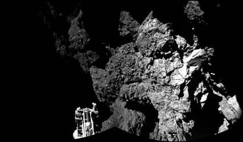 La cometa  fotografata dal Lander Philae (ESA via Getty Images)