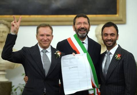 Il sindaco di Roma, Ignazio Marino, trascrive i matrimoni gay contratti all'estero (FILIPPO MONTEFORTE/AFP/Getty Images)