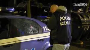 Tor Sapienza, auto polizia danneggiata (screenshot fanpage.it)