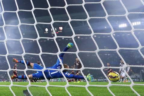 Il gol di Pirlo al Torino (getty images)