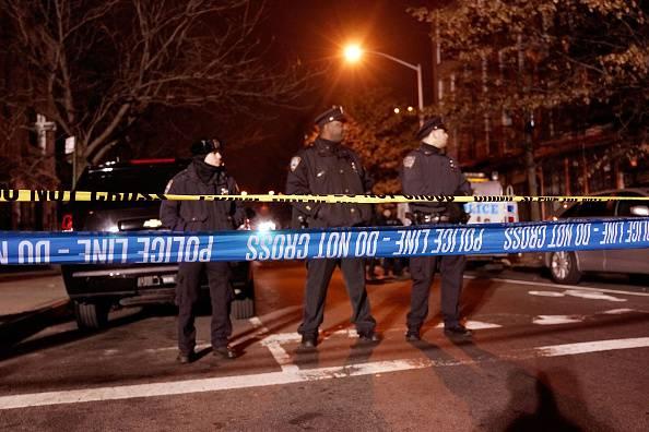 New York, agguato in strada a Brooklyn: uccisi due poliziotti