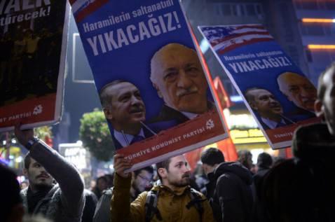 TURKEY-POLITICS-CORRUPTION-PROBE-DEMO