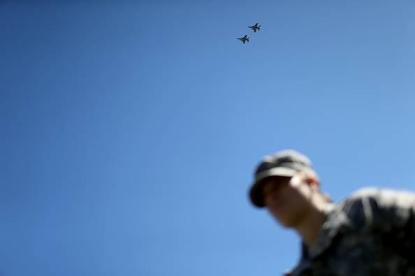 Base Nato, precipita un F 16