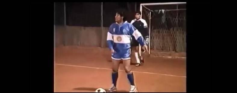Le magie di Diego Maradona su un campo di calcetto negli anni '80 VIDEO
