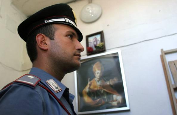 Disoccupato tenta suicidio, lo salvano i carabinieri