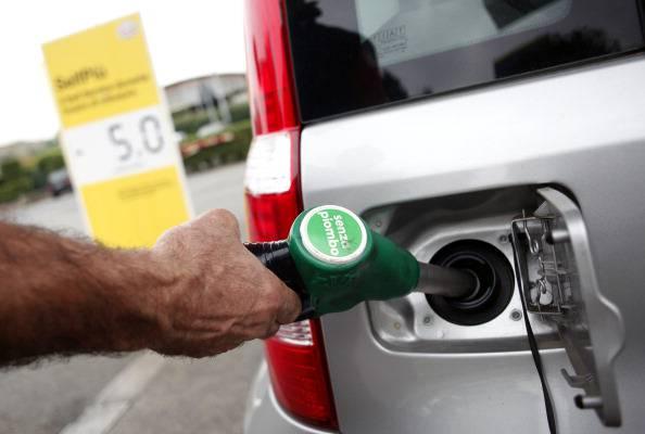 Benzinaio spara per salvare una commessa: indagato per eccesso di difesa