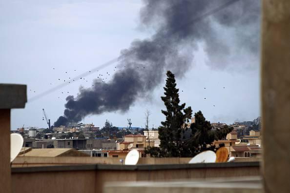 Libia, italiani in fuga. Chiude l'ambasciata a Tripoli