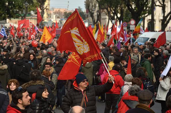 Roma, le Sinistre in piazza per il popolo greco