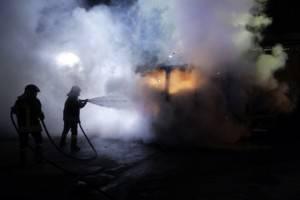 Vigili del fuoco alle prese con un incendio (Foto di repertorio di CARLO HERMANN/AFP/Getty Images)