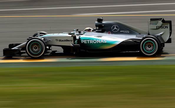 Formula 1, GP Australia: Hamilton in pole, Rosberg secondo. Molto bene le Ferrari